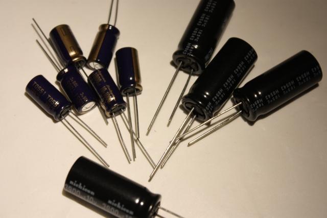 アルミ電解コンデンサが9個